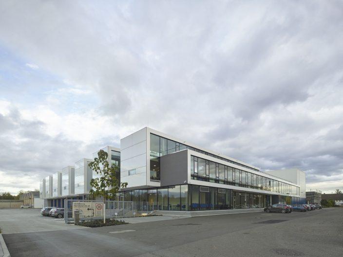 Headquarter Chemoform, Aussenansicht Neubau Verwaltung, Lager und Logistik