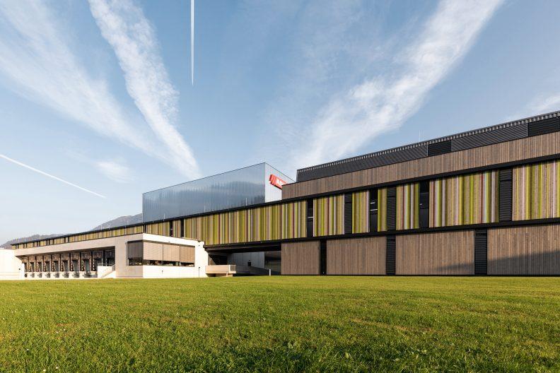 Adler-Werk Lackfabrik, Aussenansicht