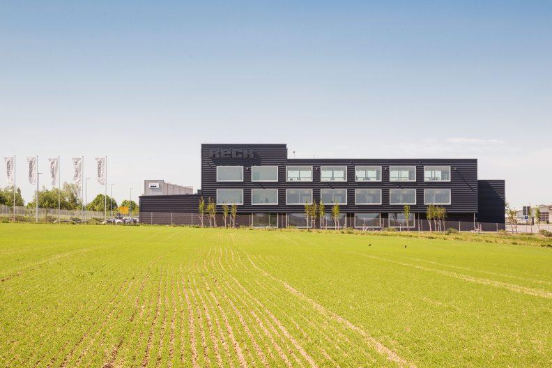 Industriegebäude für Medizintechnik, Aussenansicht