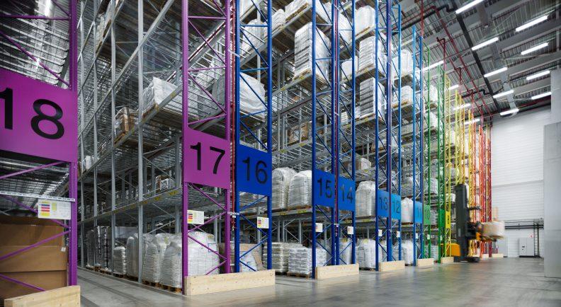 Logistik und Produktion Freilacke, Lagerhalle
