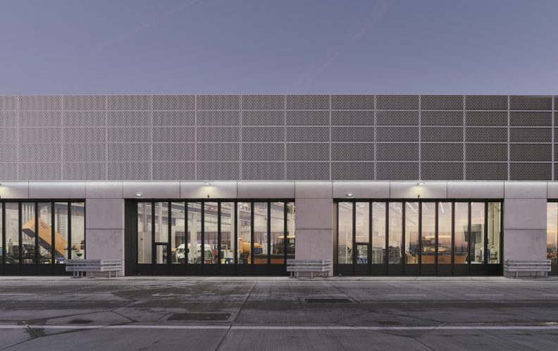 Fraport, Fassade Fahrzeughalle