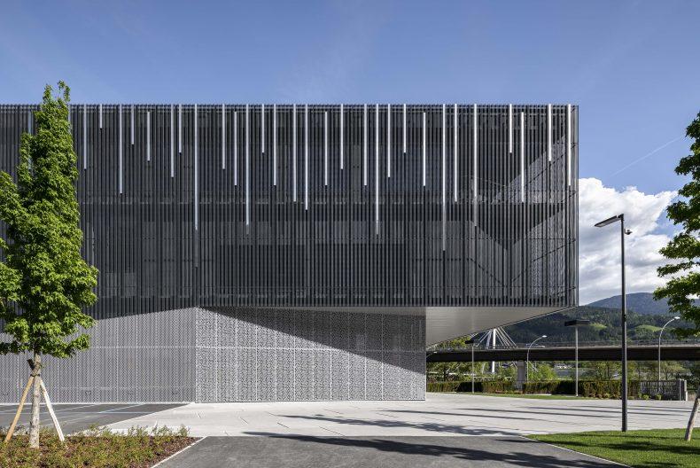 Firmensitz Duka, Fassade