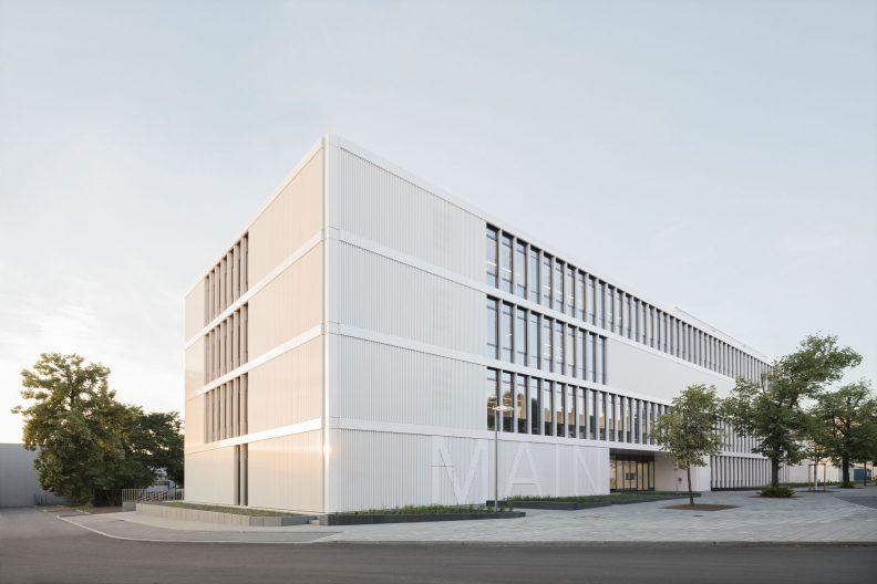 Forschungszentrum MAIN, TU Chemnitz, Aussenansicht Straßenseite mit Hauptzugang